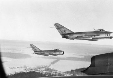 Как съветски Ла-11 сваля американски разузнавателен самолет