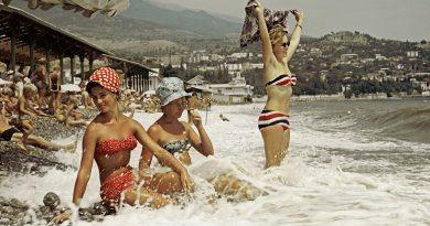 Плажна мода в СССР: бикини и бански костюми през ХХ век