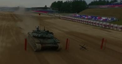"""В Подмосковието започнаха първите индивидуални гонки от """"Танковия биатлон"""""""