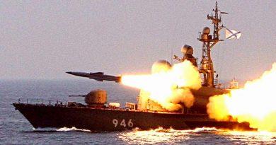 """Черноморският флот на Русия разигра """"морска битка"""" с артилерийски дуел"""
