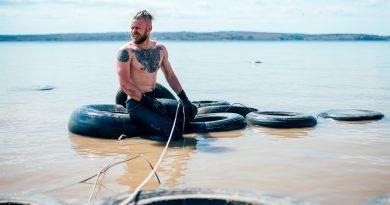 Брутални сибирски водолази чистят Байкалското езеро