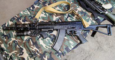 Кой е основният съперник на АК-74 по време на армейските изпитания?