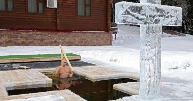 20 снимки от Кръщенските къпания в Русия