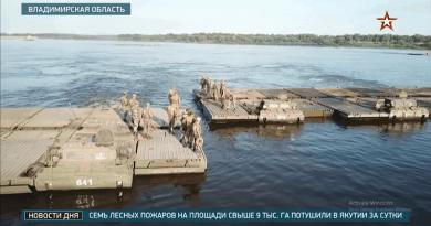 """За първи път в световната практика: """"Ярс"""" пресече река Ока на 360-тонен понтонен мост"""