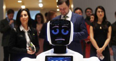 """Руският робот """"Промобот"""" започна работа като охрана в Берлин"""