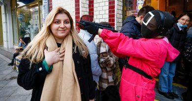 """В Москва откриха кафе по мотиви от """"Игра на калмари"""" – как изглежда отвътре?"""