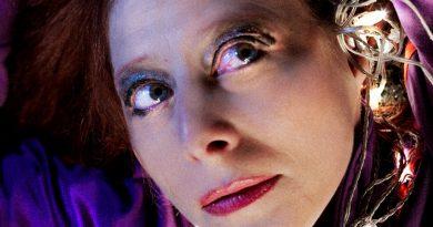 """Касиел Ноа Ашер отбелязва 30 години на сцената и 50-годишен юбилей с """"Нощта на покера"""" по Тенеси Уилямс"""